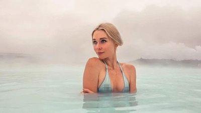 Cô gái Nga xinh đẹp thích khỏa thân tại nhiều địa danh trên thế giới