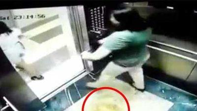 Vụ 2 người phụ nữ đi tè trong thang máy ở Hà Nội: Chủ hộ cũng bất ngờ về hành động vô ý thức này