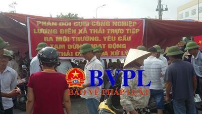 Người dân phản đối việc xả thải ra môi trường tại Cụm công nghiệp Lương Điền