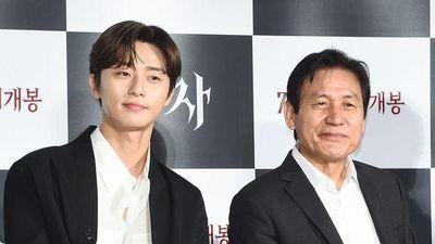 Park Seo Joon đẹp trai, áp đảo Woo Do Hwan tại họp báo phim 'The Divine Fury'