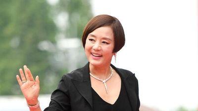 Thảm đỏ 'LHP Bucheon 2019': Chị đại Kim Hye Soo đọ vòng 1 với Lee Honey, Jung Woo Sung - Gong Myung cực bảnh trai