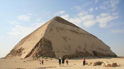 Ai Cập mở cửa 'kim tự tháp cong' hơn 4.600 năm tuổi