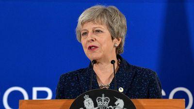 Thủ tướng Anh Theresa May 'gây bão' với điệu nhảy trên nền nhạc ABBA