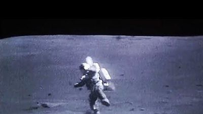 Lý do không ngờ về những cú ngã của phi hành gia Apollo trên Mặt Trăng