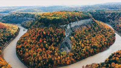 Công viên thiên nhiên đẹp kỳ vĩ trong những gam màu rực rỡ