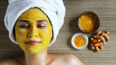 Trẻ hóa làn da với mặt nạ nghệ sữa chua dễ làm tại nhà