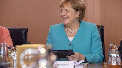 3 lần 'run bần bật' trong 1 tháng, bà Merkel khẳng định vẫn ổn, 'không có ý định từ chức'