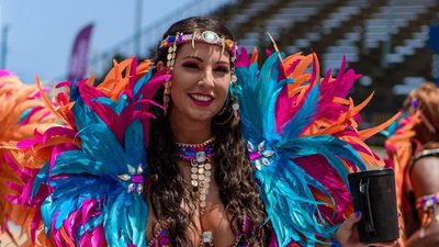 Độc đáo lễ hội kéo dài suốt 4 tháng, hội tụ loạt 'nữ thần' nóng bỏng