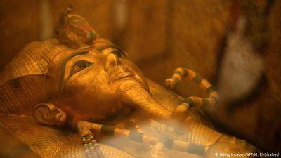 Phục hồi quan tài vàng của pharaoh Tut