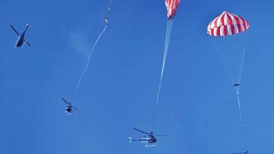 Phát minh mới: Trực thăng mang theo dù để hạ cánh khẩn cấp!