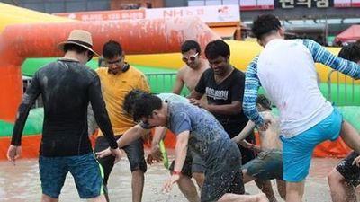 Vui nhộn lễ hội tắm bùn lớn nhất thế giới ở Hàn Quốc
