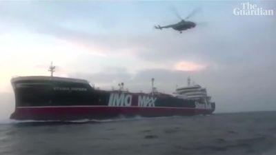 Cận cảnh trực thăng, tàu cao tốc Iran vây bắt tàu Anh