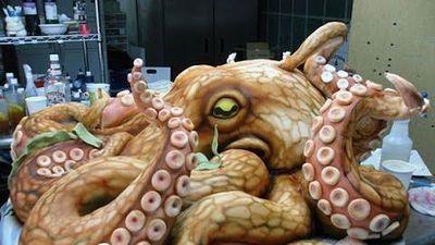 Xem đầu bếp Nhật Bản sơ chế bạch tuộc khổng lồ