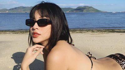 Tú Hảo diện bikini da báo, Chi Pu mặc áo yếm khoe lưng trần gợi cảm