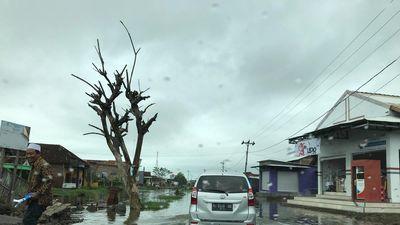 Ngôi làng đang bị nhấn chìm xuống biển ở Indonesia