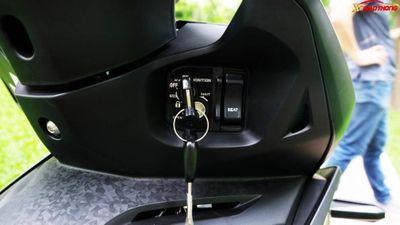 Dân mạng bày cách mở cốp xe máy dễ dàng: Để đồ trong xe có an toàn?