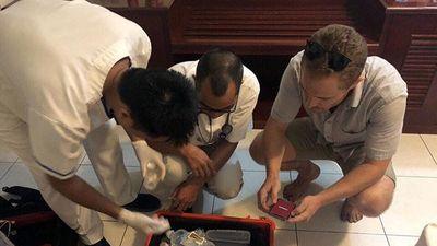 'Nghẹt thở' giây phút giải cứu người đàn ông nước ngoài đòi nhảy từ tầng 7 khách sạn xuống đất