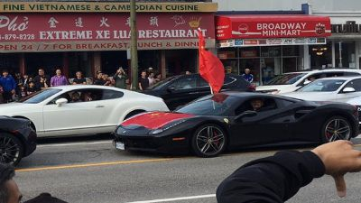 Đoàn siêu xe rú ga biểu tình để ủng hộ người thân ở Trung Quốc
