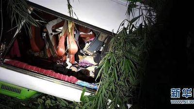 Xe chở du khách Trung Quốc lao xuống vực, hơn 40 người thương vong