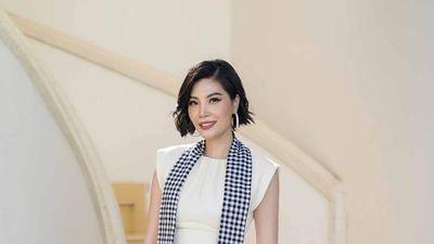 Siêu mẫu Vũ Cẩm Nhung: 'Tôi khởi nghiệp nhiều năm trên xe đò, xe máy cà tàng'