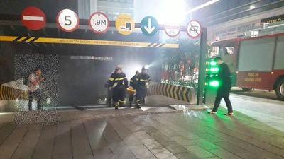 Xem xử lý nhanh tình huống cứu người mắc kẹt trong vụ hỏa hoạn tại Trung tâm thương mại Vincom Liễu Giai