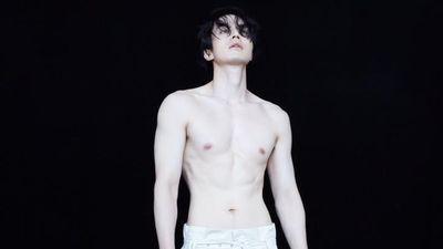Chụp ảnh bán nude, Lee Dong Wook được khen trắng mịn hơn sao nữ