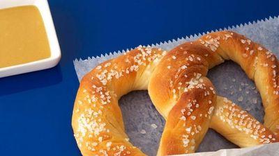 Cách làm món bánh mì xoắn đang thu hút giới trẻ
