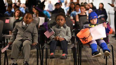 Tổng thống Trump muốn ngưng cấp quốc tịch cho trẻ nước ngoài sinh tại Mỹ