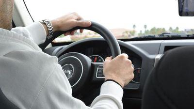 Tài xế đột quỵ, phụ xe nhanh trí đánh lái tránh tai nạn kinh hoàng