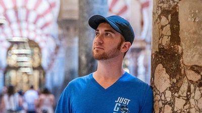 Từ bỏ tiệc tùng, rượu bia thành blogger du lịch kiếm 25.000 USD/tháng