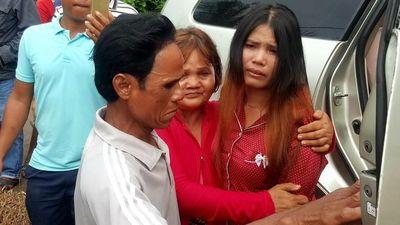 Lập bàn thờ đã 16 năm, gia đình nghẹn ngào tìm được cô con gái thất lạc