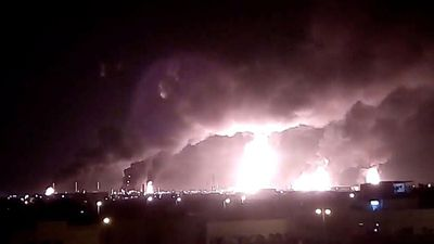 Houthi dọa tiếp tục tấn công nhà máy lọc dầu của Ả Rập Xê Út