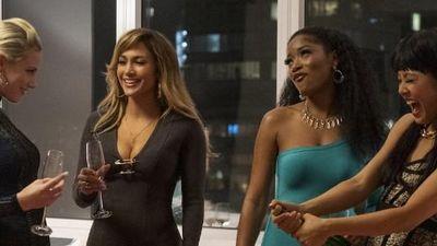 Phim về vũ nữ thoát y của Jennifer Lopez thắng đậm tại phòng vé