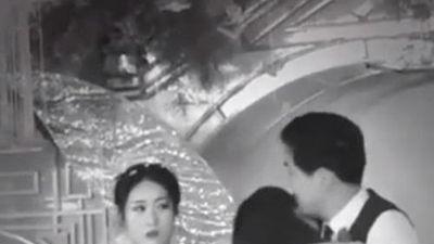 Xôn xao clip người yêu cũ ôm hôn, nói lời tạm biệt chú rể nhưng phản ứng của cô dâu mới khó hiểu