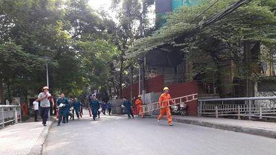 Xử lý cứu người mắc kẹt trong đám cháy giả định ở nhà có cầu thang hở