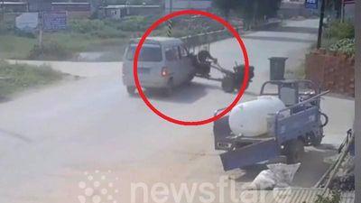 Tài xế xe máy cày thoát chết trong gang tấc