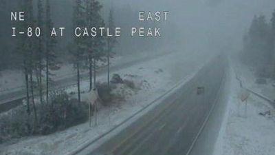 Mỹ: Kỳ lạ hình ảnh tuyết rơi giữa mùa Hè ở California