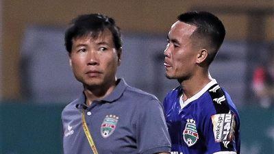 Học trò mới của HLV Park đau đớn rời sân trong ngày được triệu tập
