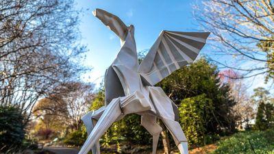 Tác phẩm điêu khắc khổng lồ mô phỏng nghệ thuật Origami