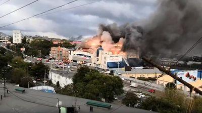 Hỏa hoạn dữ dội 'nhấn chìm' trung tâm thương mại ở Nga trong lửa dữ