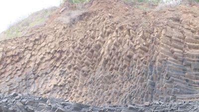 Bất ngờ phát hiện 'Gành Đá Đĩa' thứ hai đẹp ngỡ ngàng trên núi ở Phú Yên