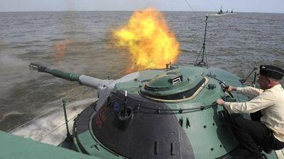 Tàu tên lửa của Hạm đội Caspian đập tan một trận không kích