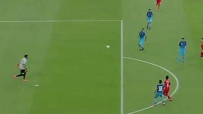 Thủ môn mắc sai lầm khiến đội nhà thủng lưới sau 10 giây