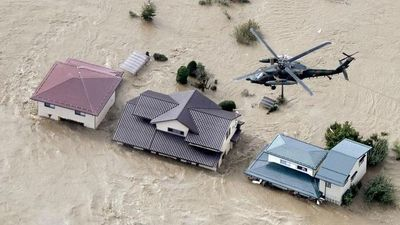 Trực thăng quân đội sơ tán người dân vùng ngập lụt do siêu bão Hagibis