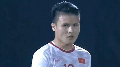 Quang Hải bỏ lỡ cơ hội khi đối mặt thủ môn Indonesia