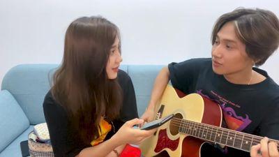 Nguyễn Trọng Tài đàn guitar cover 'Hongkong1' cùng hot girl Mina Young