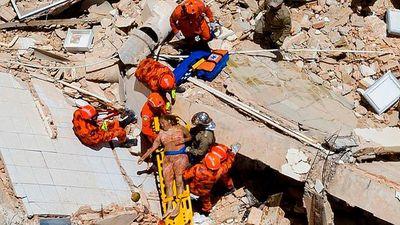 Khoảnh khắc tòa nhà Brazil đổ sập, nhiều người kẹt trong đống đổ nát