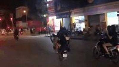 CĐV đi xe máy bốc đầu, ăn mừng phản cảm sau trận thắng Indonesia