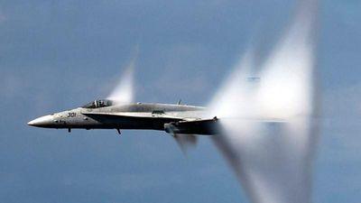 Hỏi khó: Phi công có nghe thấy tiếng động cơ khi bay siêu âm?
