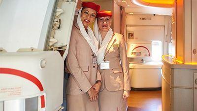Thâm nhập thế giới của các nữ tiếp viên khoang hạng nhất của hãng HK 5 sao